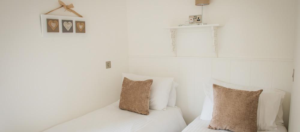 Drake lodge small twin room