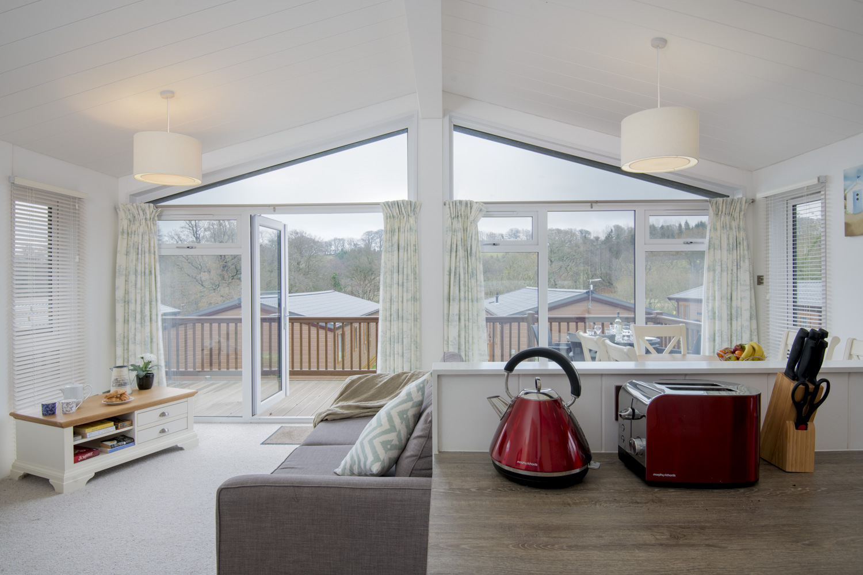 Lake Lodge 3 - Kitchen view to lounge