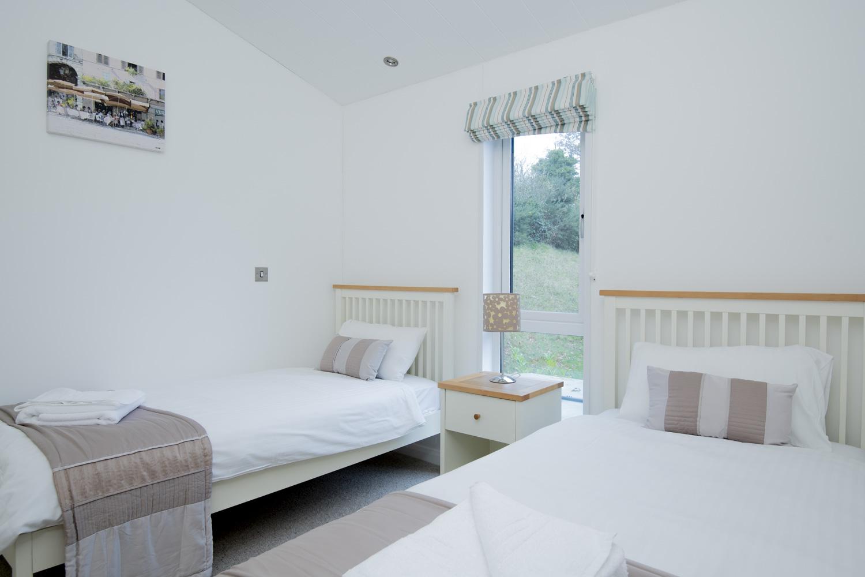 Lake Lodge 3 - Twin Bedroom