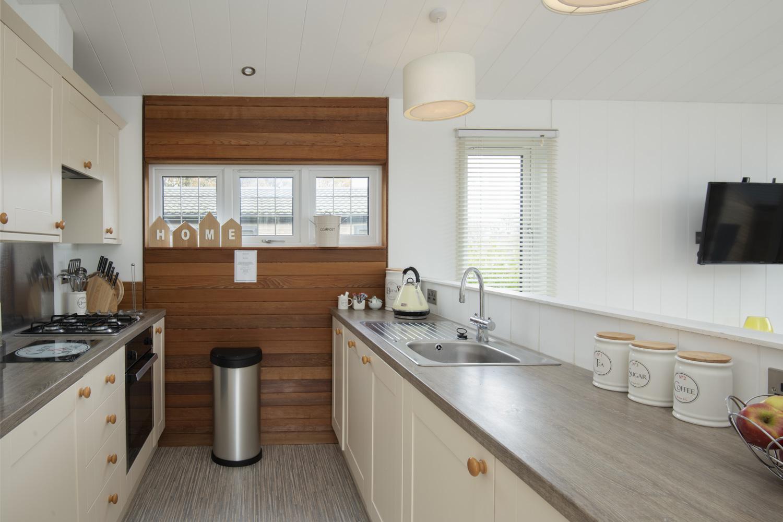 Lake Lodge 5- Kitchen