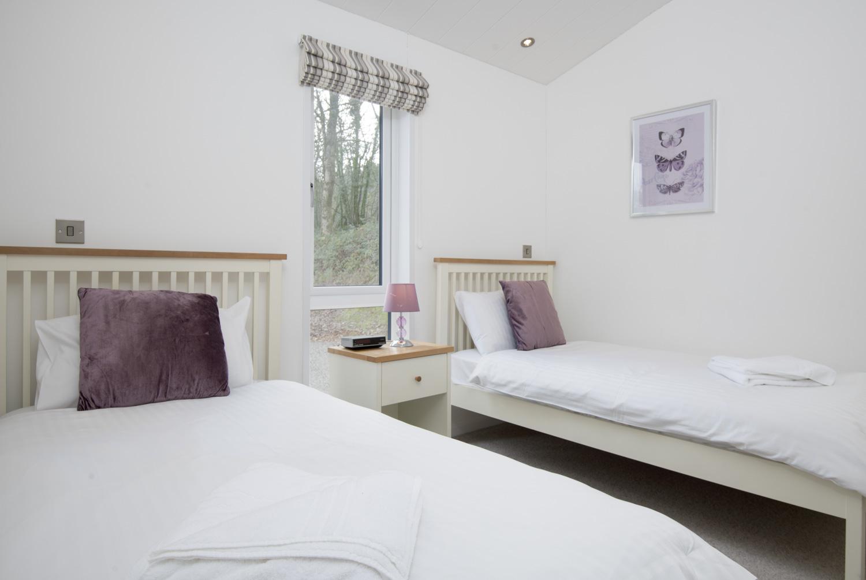 Lake Lodge 5- Bedroom 2
