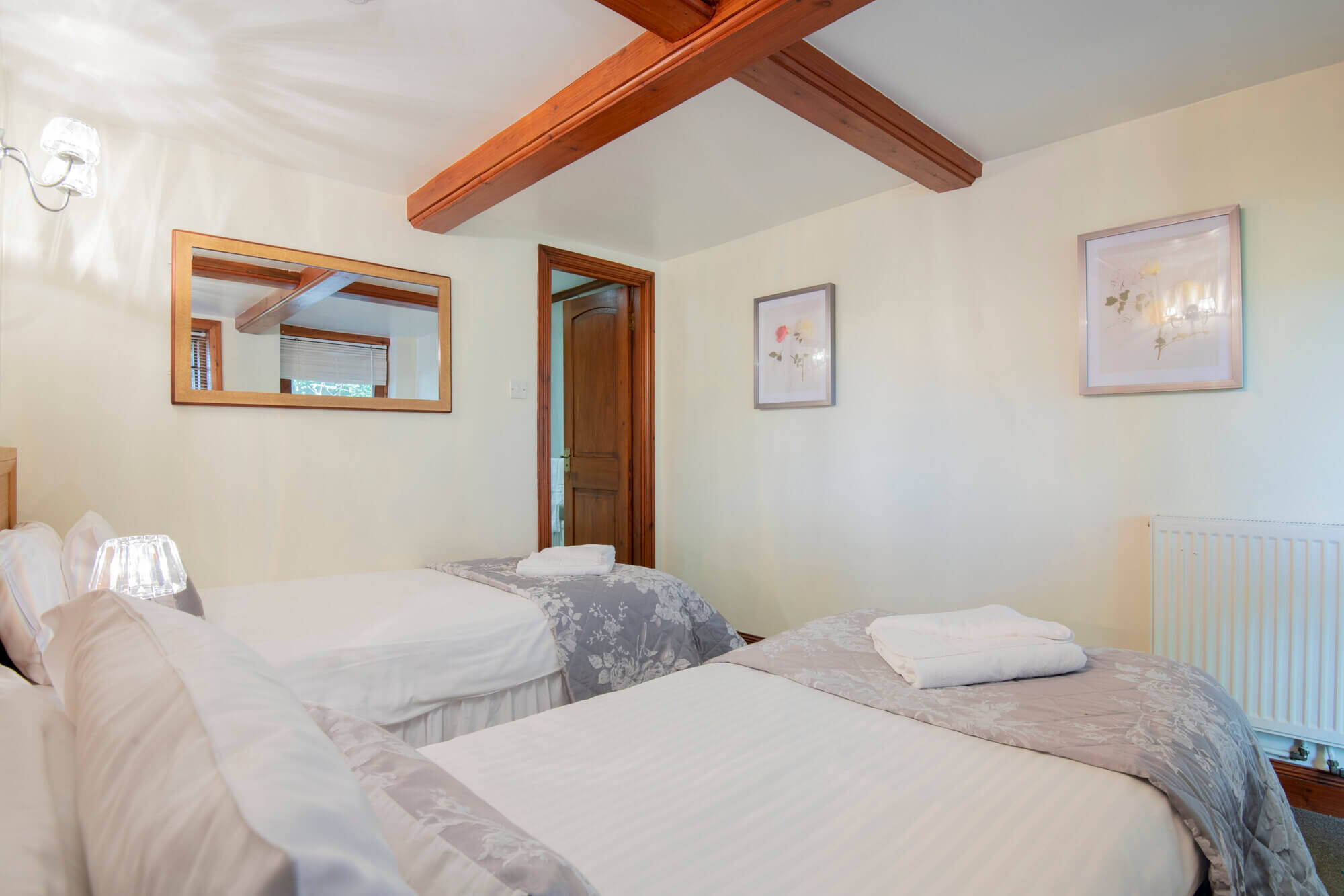 Twin room in Groom Cottage (pet friendly)