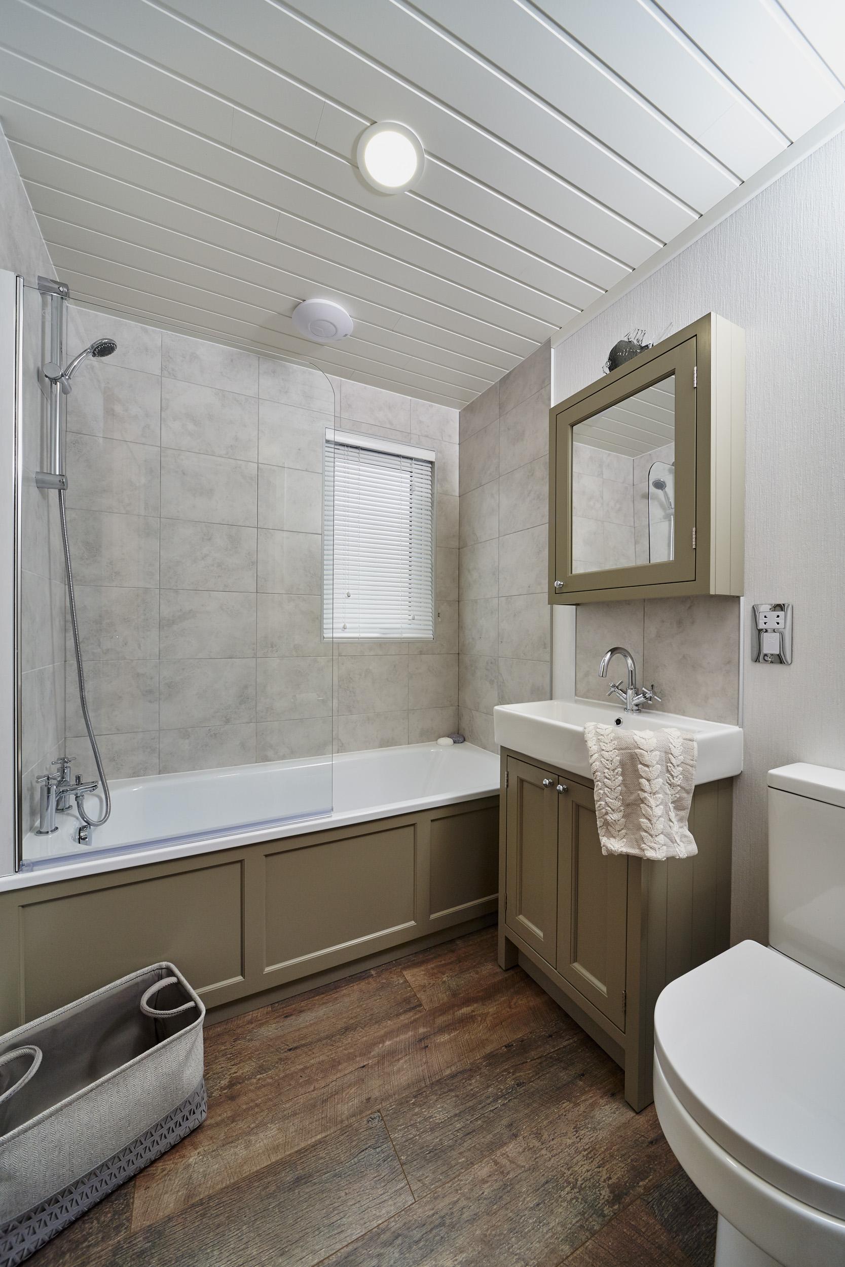 The Muskoka lodge, bathroom