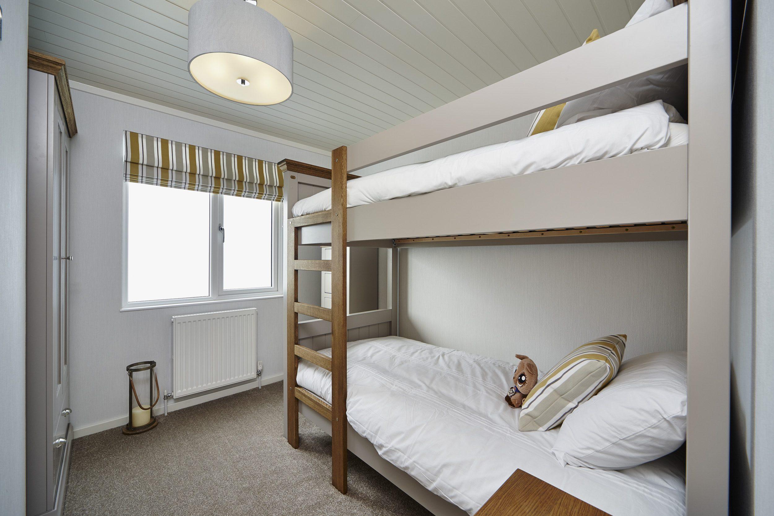 The Muskoka lodge, bedroom with bunkbeds