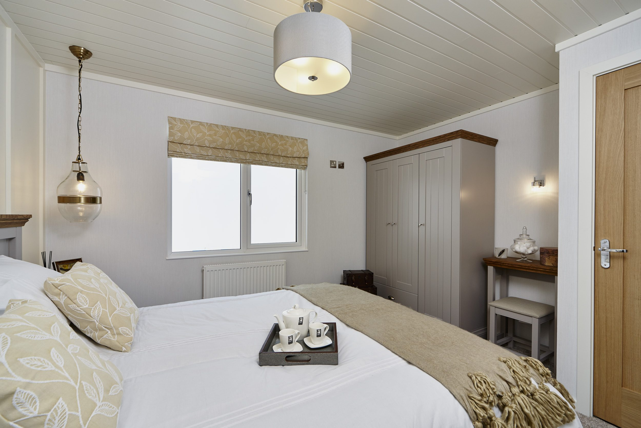 The Muskoka lodge, bedroom view - double room