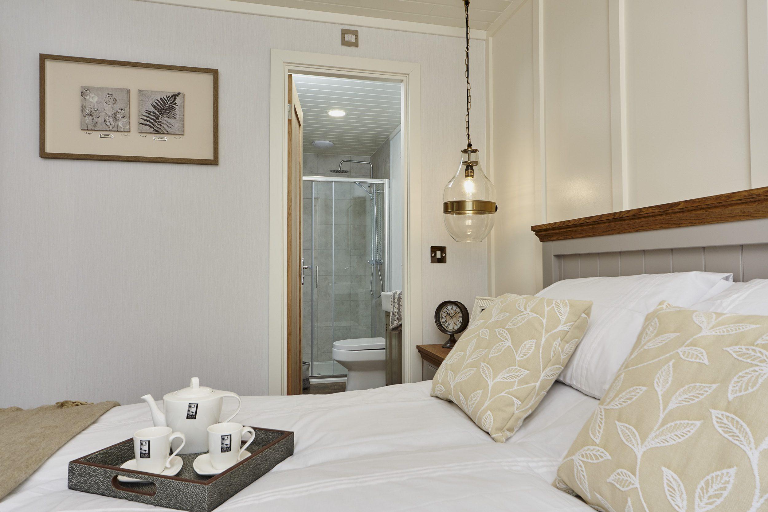 The Muskoka lodge, bedroom view - double room looking into bathroom